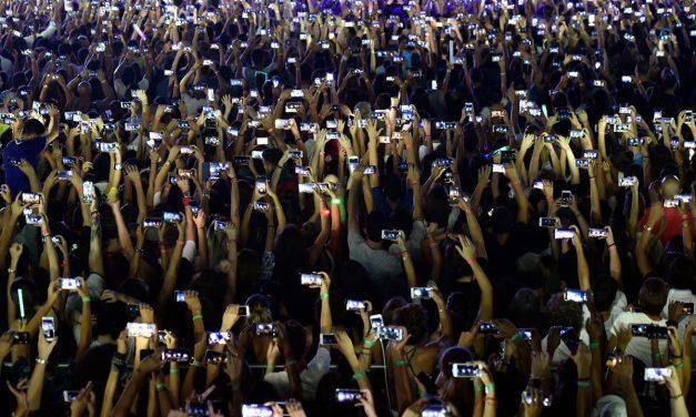 SMARTPHONE SOCIETY: THE BOSTON GLOBE, BIG PHOTOS